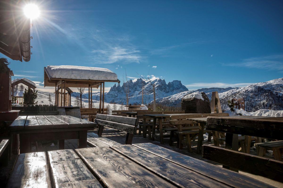 terrazza Rifugio Fuciade in inverno
