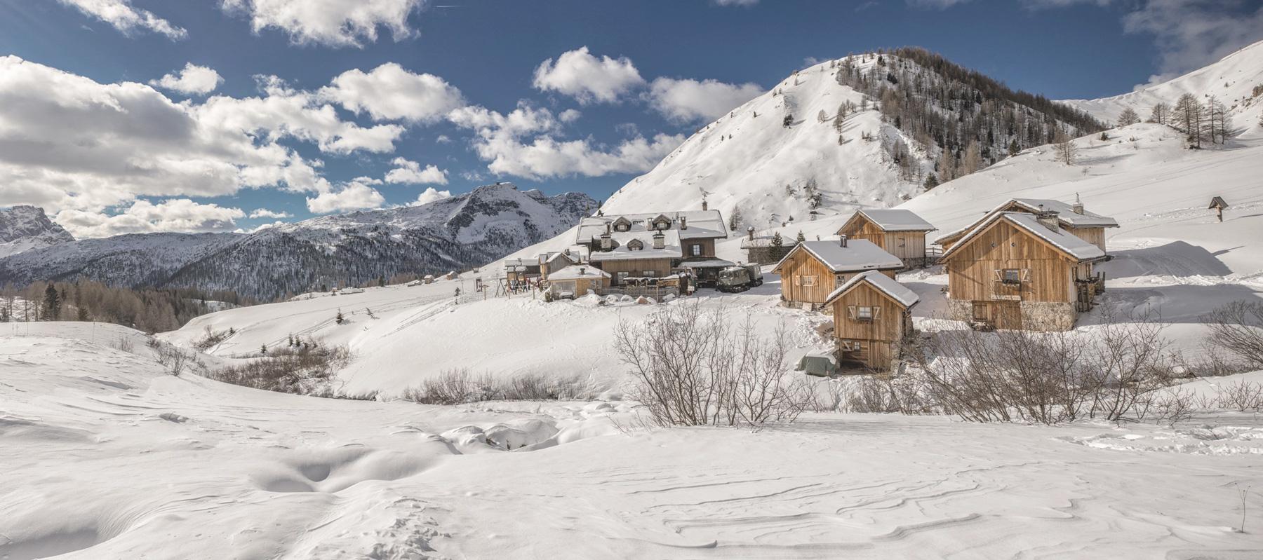 panorama dal Rifugio Fuciade in inverno